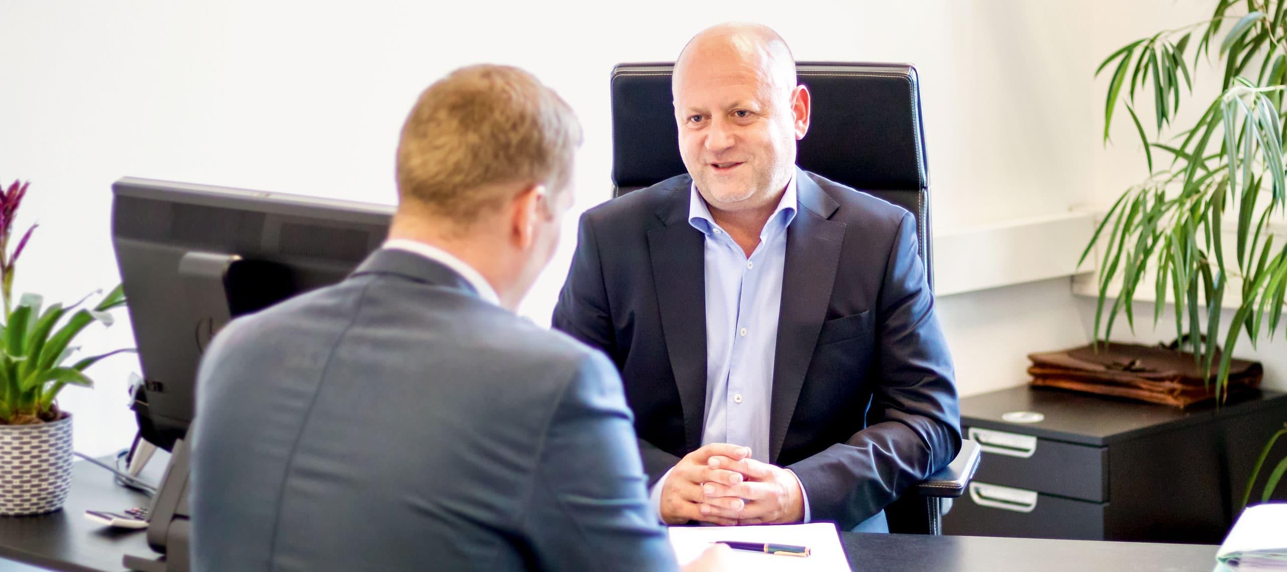 Mag. Jürgen Pendl - Notar in Leibnitz - im Beratungsgespräch